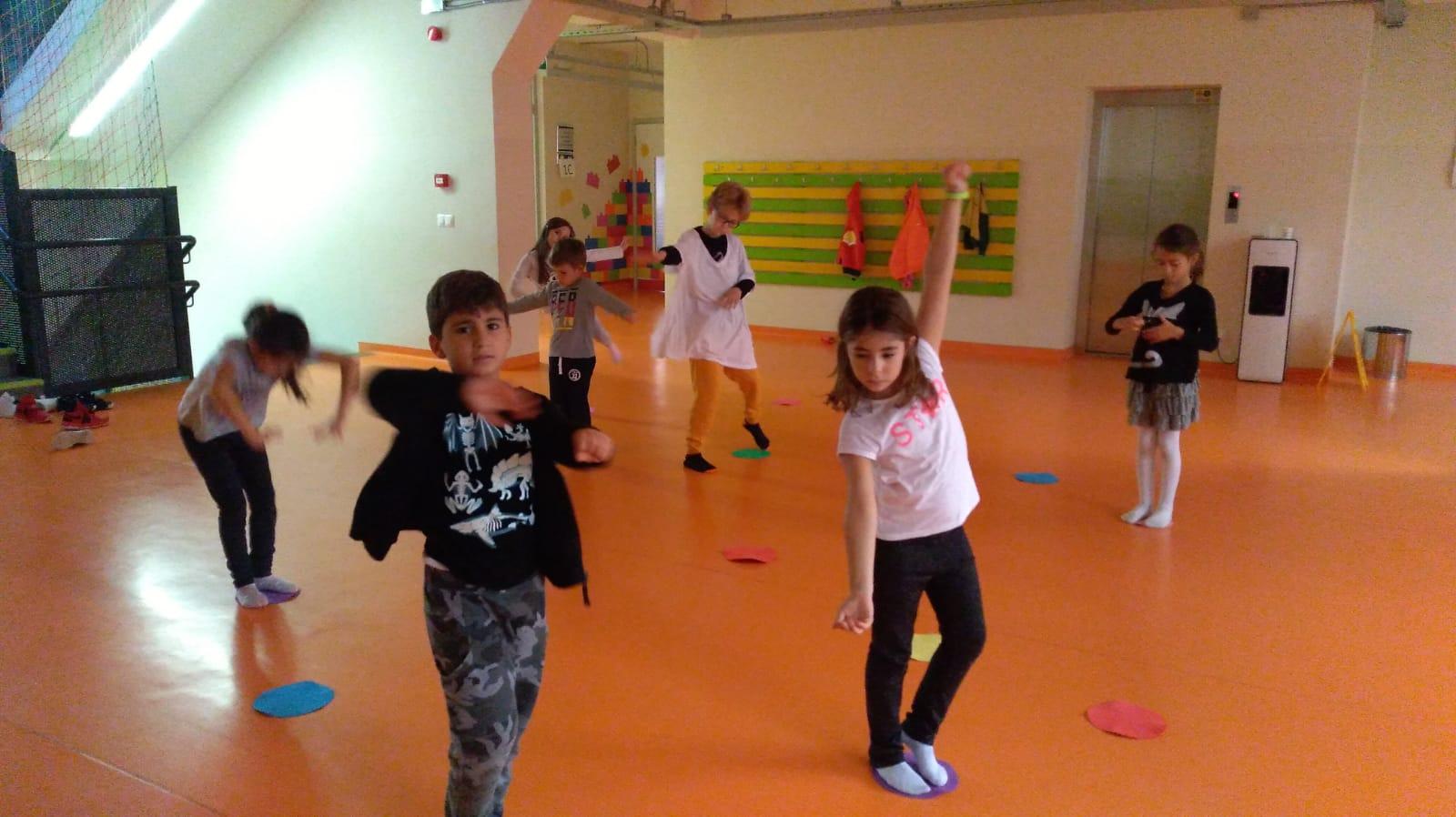 Çocuklar için hareket ve dans