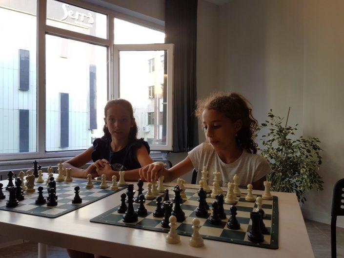 çocuk satranç