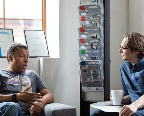 İyi bir dinleyici olmak anlaşmazlık için çözüme giden yolda en önemli basamaklardan