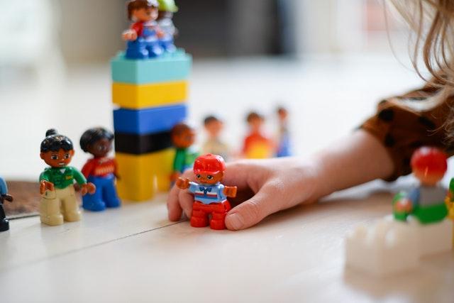 lego oynayan çocuk - dikkat geliştirme